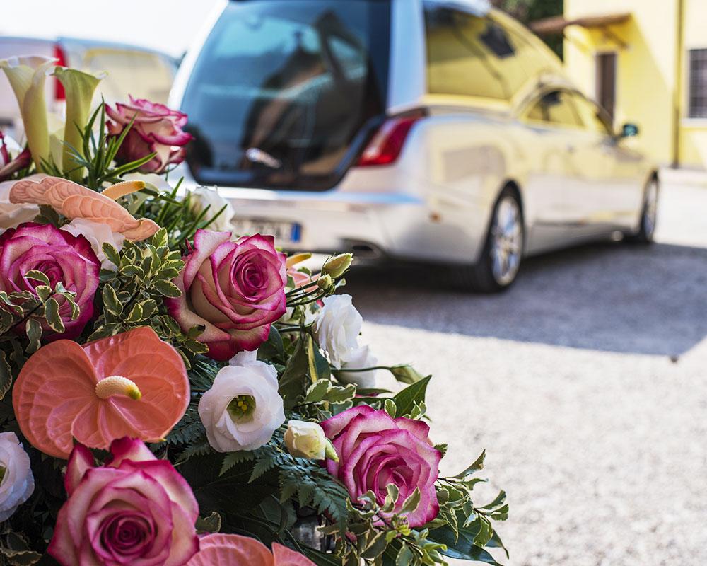 bouquet de fleurs et corbillard transport funéraire france et étranger